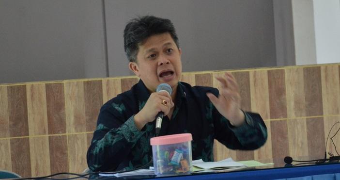 Mgr. Dr. Antonius Subianto Bunyamin LPh OSC, Sekretariat Jendral KWI, Uskup Keuskupan Bandung, sedang memberikan pengarahan kepada peserta RAKER KLSD KWI.