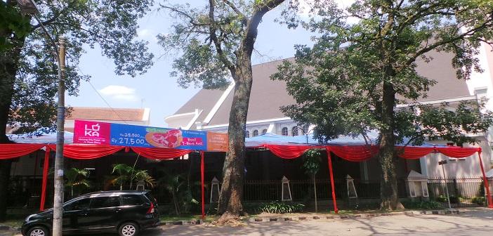Tenda besar di samping Gereja Katedral Malang/Foto: Komsos KWI