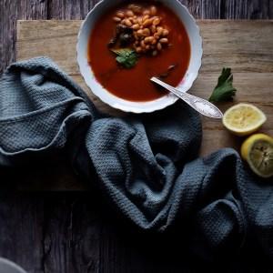 מרק שעועית עגבניות ולימון