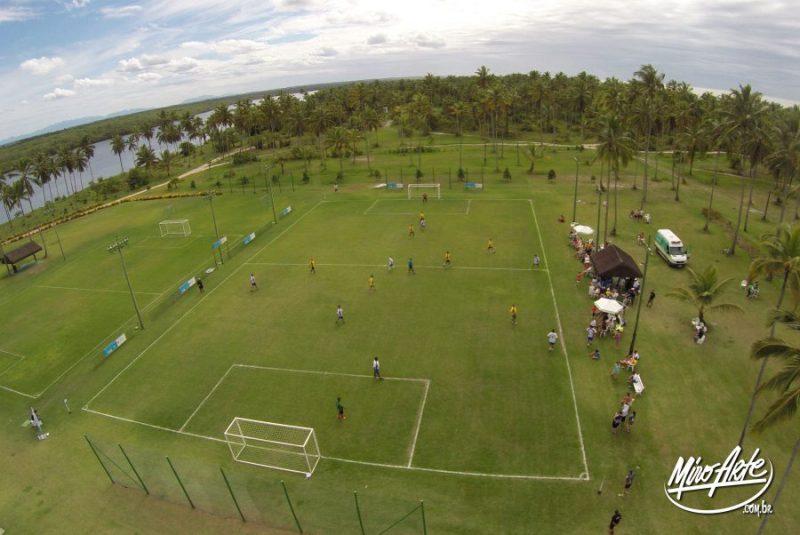 Estrutura de ferro para placas de campo de futebol