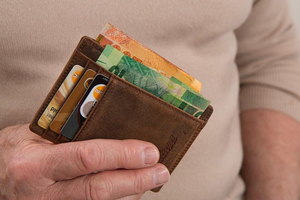 Stariji muškarac kupačima na plaži krao torbe s novcem, mobitelima…