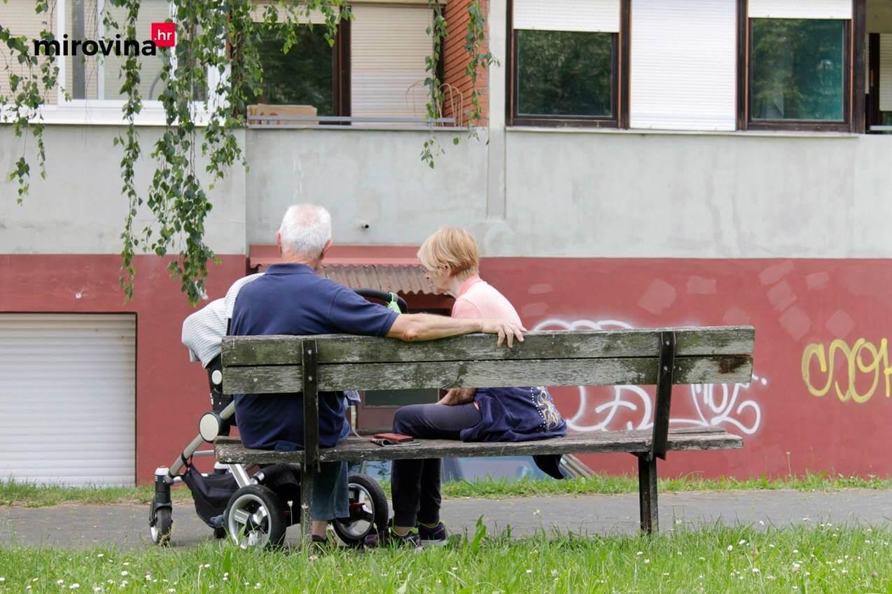 Unuci su najveće bogatstvo: Kada su s unucima, Ljubicu i Nikolu ništa ne može omesti
