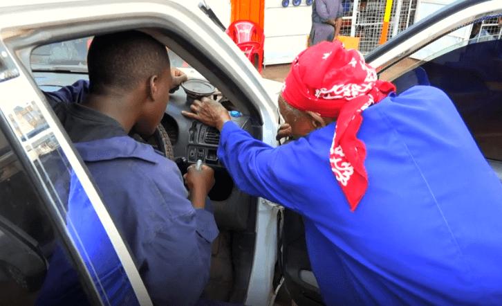 Neobično zanimanje u starijoj dobi: Prabaki iz Kenije rad pomaže da se osjeća mladom