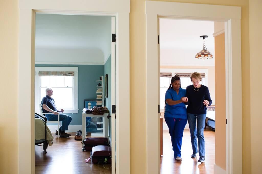 Ako umirovljenik neće u dom za starije, doći će dom za starije kod njega