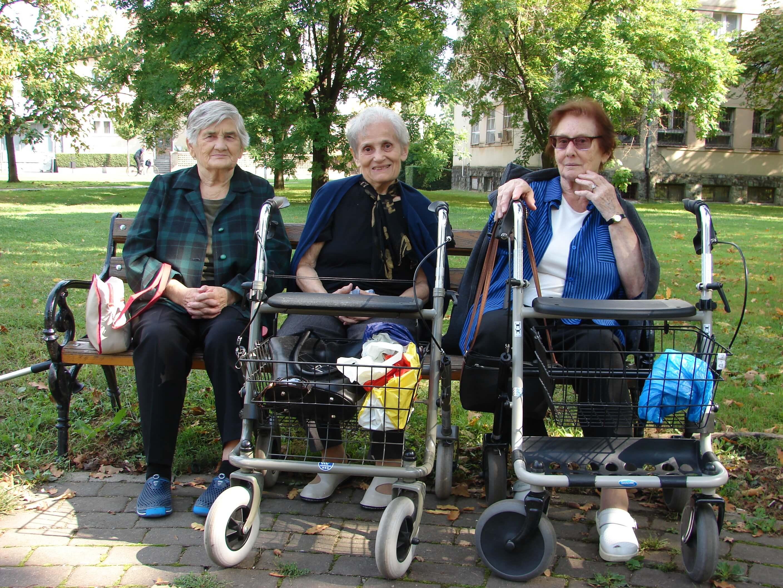 Zrinka, Đurđica i Marija šetnju parkom i druženje vani gotovo nikada ne preskaču