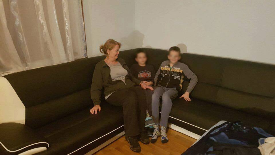Pomozimo im: Dvojica dječaka izgubila oba roditelja, žive s bakom i bolesnim djedom