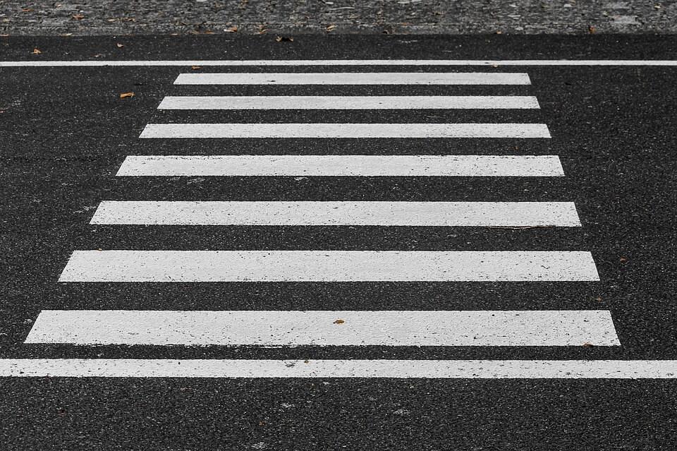 Umirovljenik poginuo spašavajući dvojicu dječaka od naleta auta ispred škole