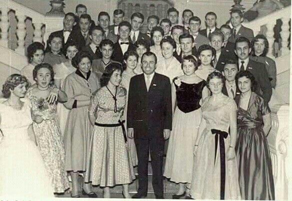 Pogledajte kako su se prije 60 godina gimnazijalke odijevale za maturalnu zabavu