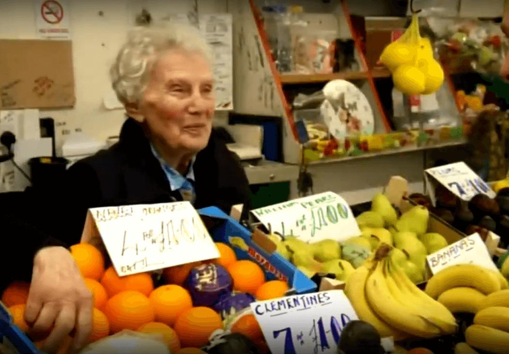 Rekorderka: Kumica na placu ima 90 godina i 67 godina radnog staža!
