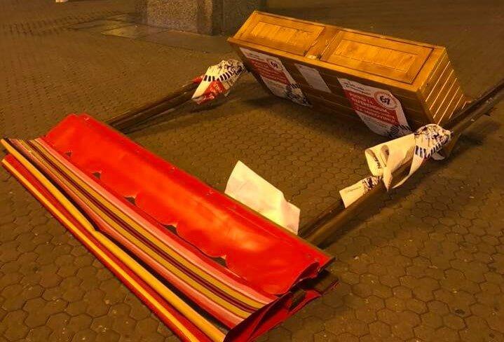 Vjetar ili odmazda? U centru Zagreba srušen štand za referendum!