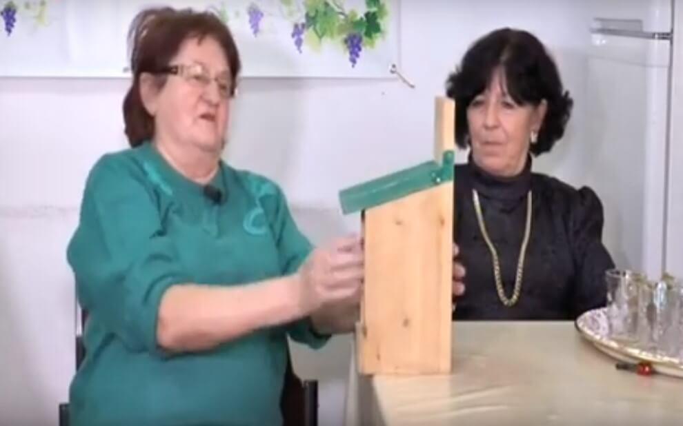 [VIDEO] Sesvetski umirovljenici izradili kućice i hranilice za ptice