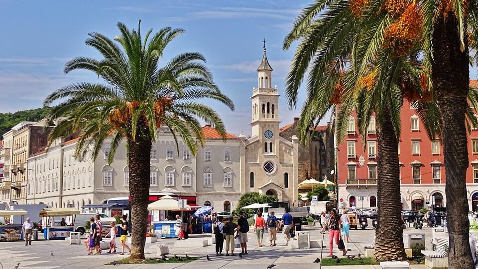 Umirovljenicima u Splitu stižu kartice do 300 kuna za kupovinu i popuste