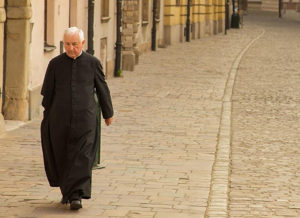 [ANKETA] Treba li Crkva oženjenima dati da postanu svećenici?