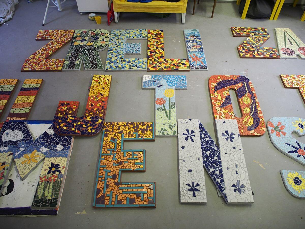 Seniori izradili mozaik, ali već mjesecima čekaju Bandića da im odobri postavljanje