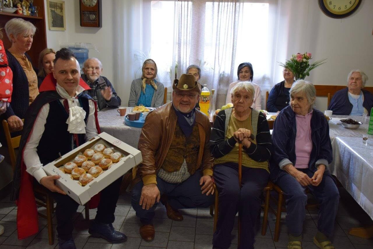 """Slastičar podijelio 500 krafni umirovljenicima: """"Treba udariti kontru, okrenuti sve na pozitivne misli"""""""