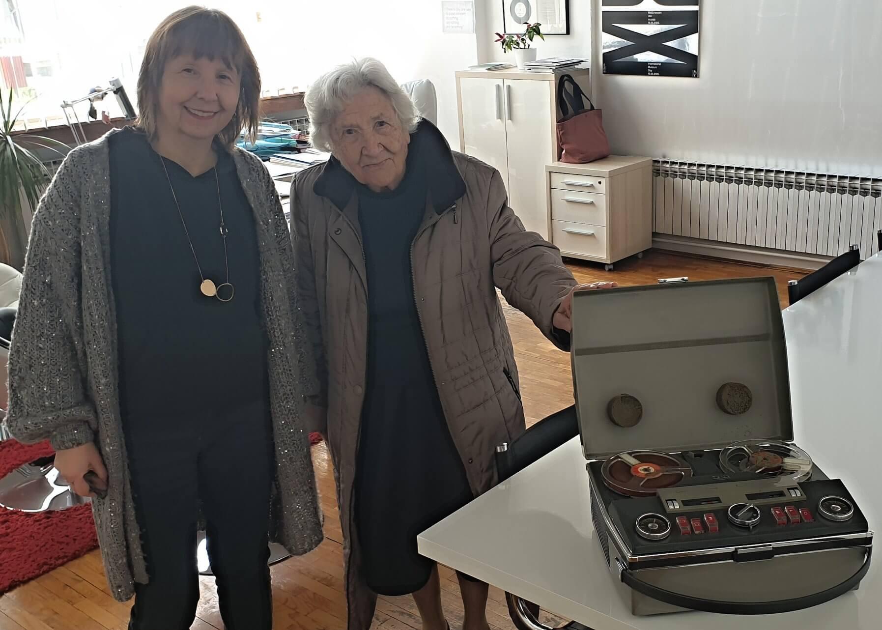 Fotografkinja Slavka Pavić (93) Tehničkom muzeju poklonila magnetofon iz 60-ih