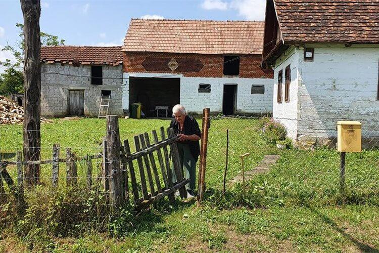 """Baka Zorka još trpi posljedice potresa: """"Dok spavam, žbuka pada po meni"""""""