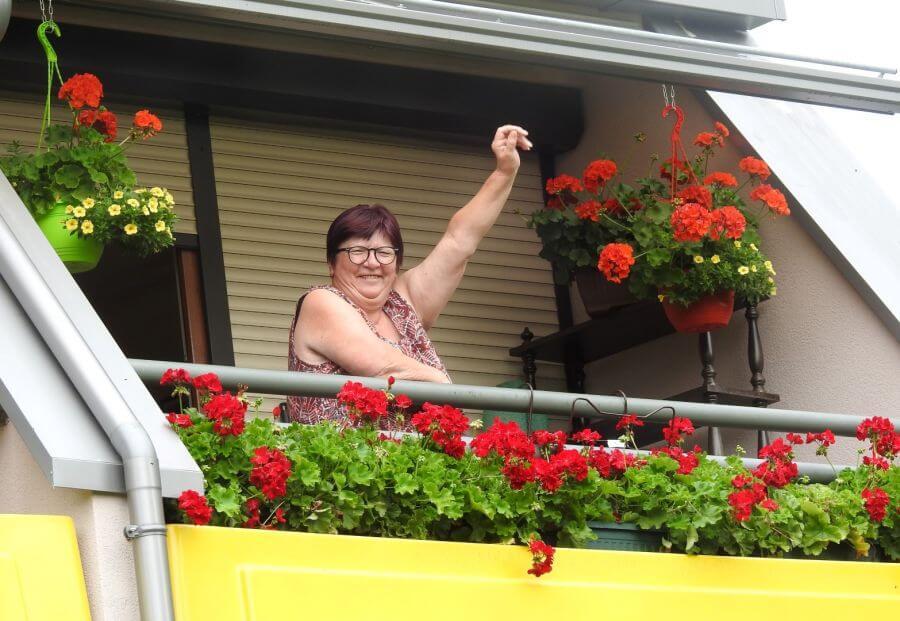 Umirovljenici Vesni crvene pelargonije donijele titulu najljepšeg balkona