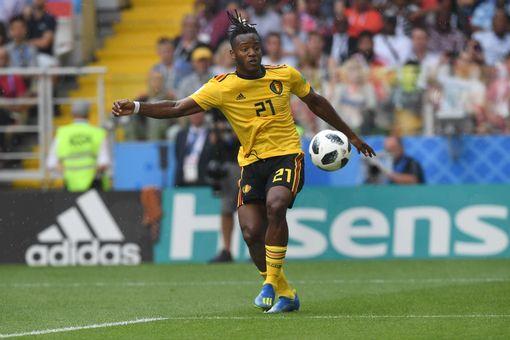 Michy Batshuayi controls the ball
