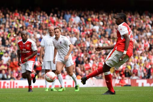Kanu scores the third Arsenal goal from the penalty spot