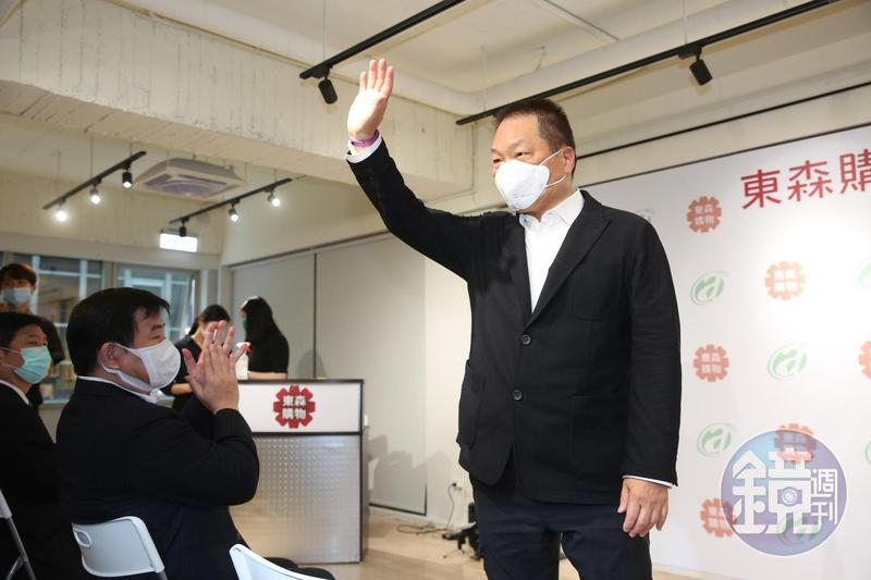 東森集團總裁王令麟就宣布,將大舉徵才500人,還要祭出百萬年薪,網羅有飯店、百貨樓面、大型餐飲管理經驗的人才加入。