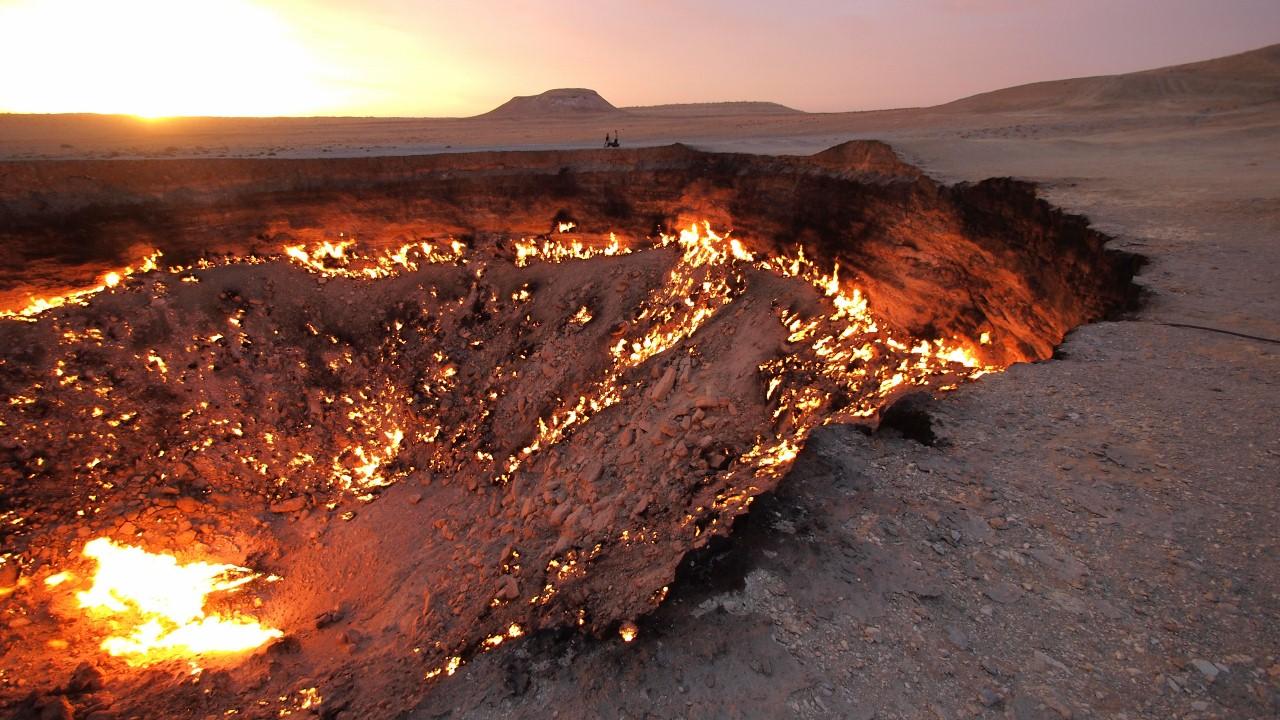 Darvaza, Tukmenistán, Turkmenistan, Puesrta del infierno, dolina, fuego, alienígena, crater, llamas