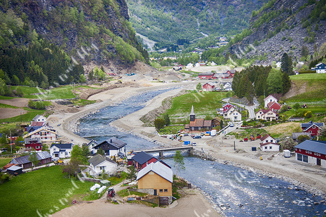 The village of Lunden seen from Flåmsbaba. Photo © Misa Gjone