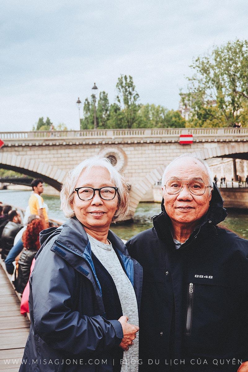 Giữ sức khỏe cho người lớn tuổi khi đi du lịch 01