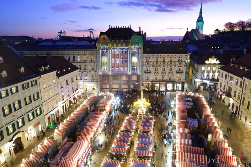 Chợ Giáng Sinh Bratislava Slovakia