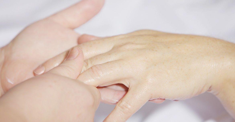 Atelier d'automassage en réflexologie palmaire (massage des mains) chez les particuliers à domicile, au cabinet ou en entreprise