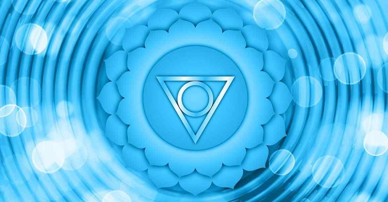 Le chakra de la gorge est le 5ème chakra représenté par la couleur bleue. Il représente la communication