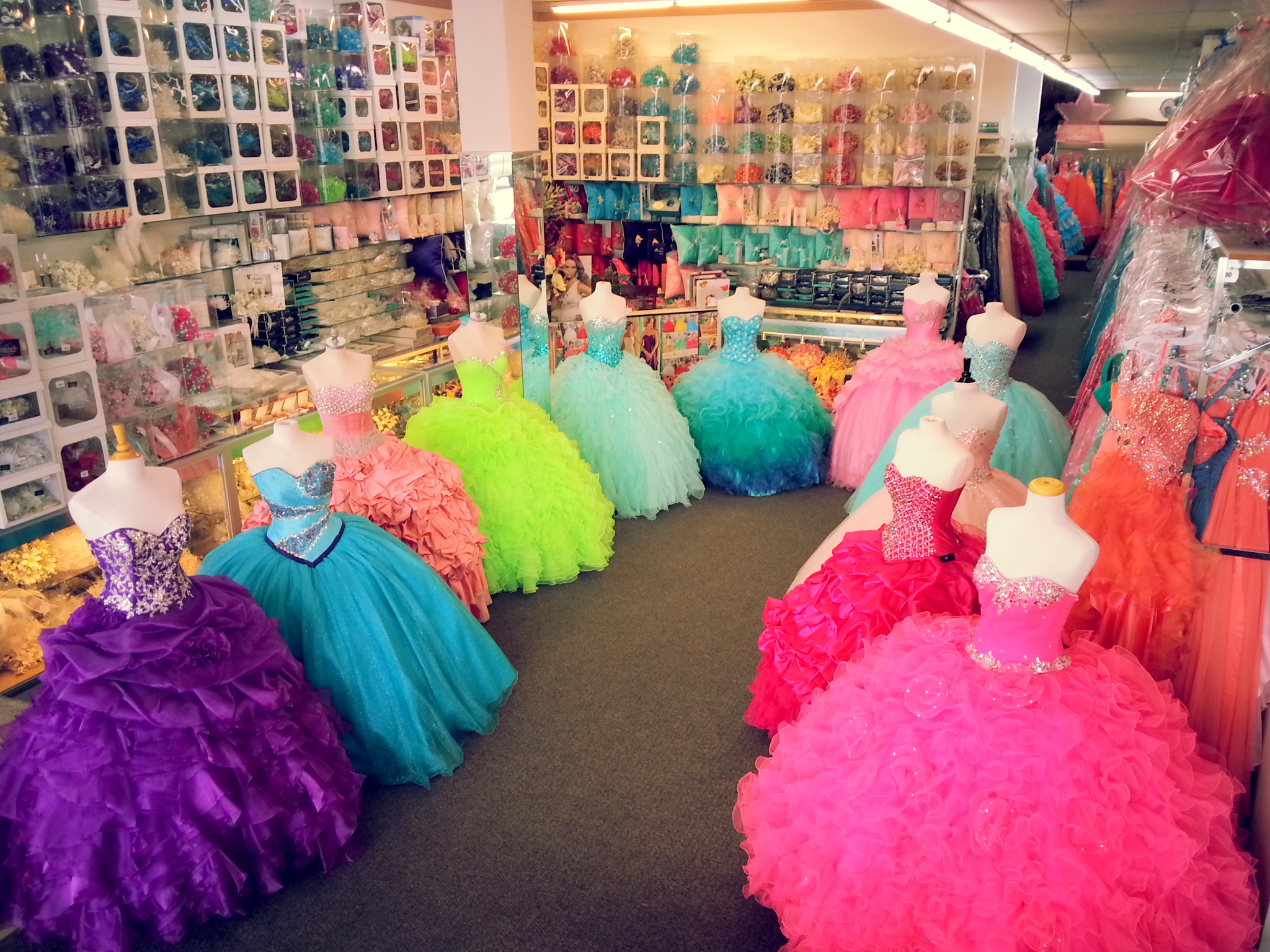 Quinceanera dresses and dress shops in Chicago IL