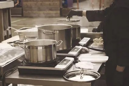 Commercial Kitchen Cookware : Aluminum vs Stainless Steel