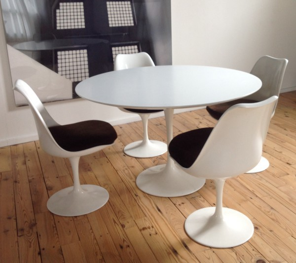 Table Et 4 Chaises EERO SAARINEN KNOLL