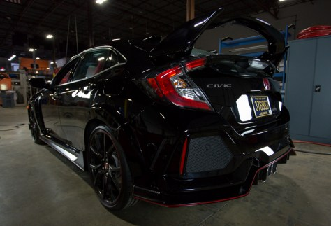 Opinions of the latest generation CTR's styling can be quite polarizing. While the massive rear wing and aggressive looking body kit aren't for everyone, Honda has made sure that it's all installed in the name of aerodynamics.