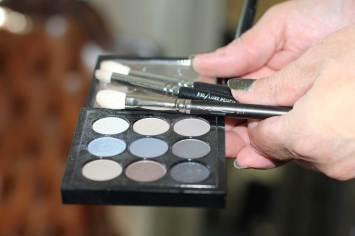 Make-up aanpassen voor een avondje uit, zo doe je dat