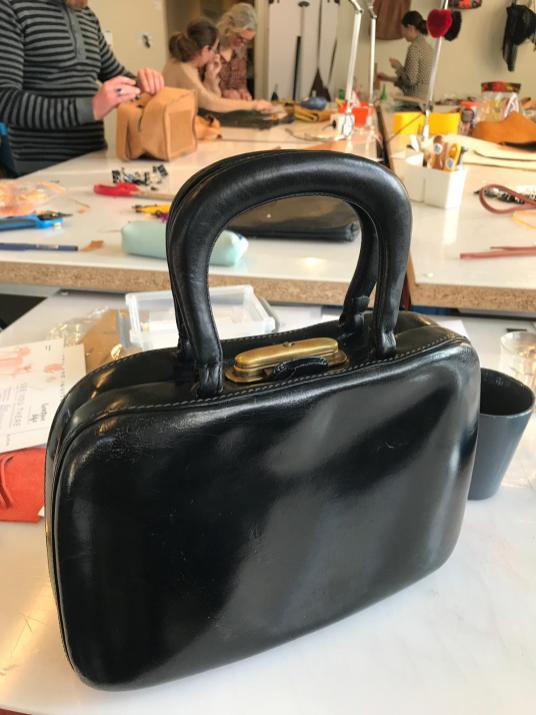 Mijn vintage handtas was bij de tassen dokter