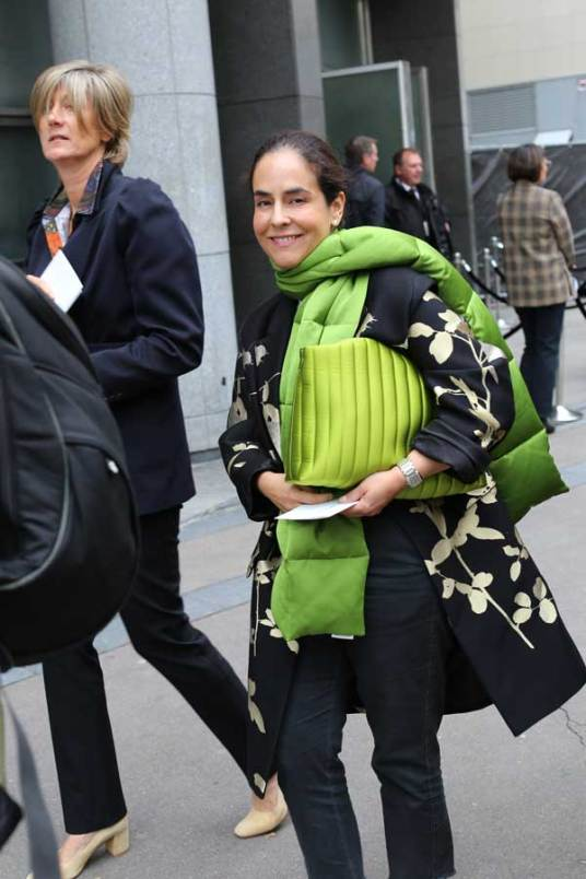 Fashion Week in Parijs: catwalk buiten bij show Dries van Noten