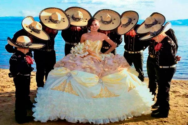 Un Quinceañero con el tema Mexicano