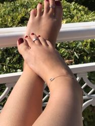 foot fetish barefoot toes ankle bracelet