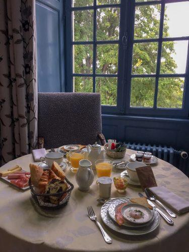 Petit déjeuner en chambre - relais chateau briollay