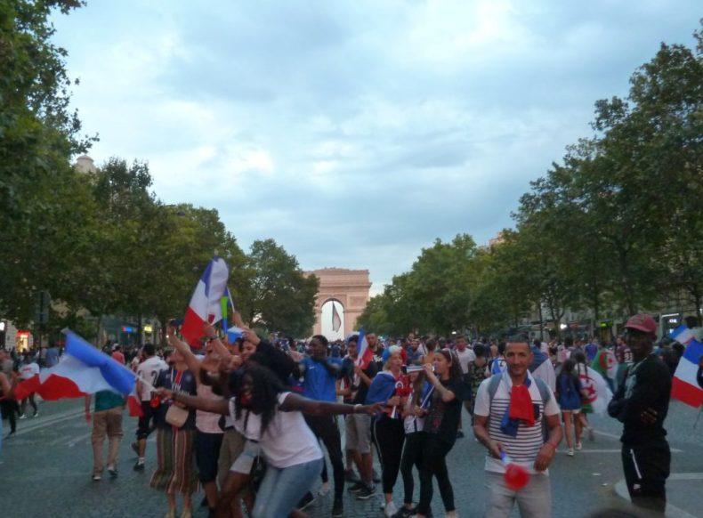 Coupe du monde les bleus champions 2018 Paris Champs Elysées Concorde Arc de Triomphe