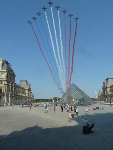 Patrouille de France et feu artifice tour eiffel 14 juillet paris