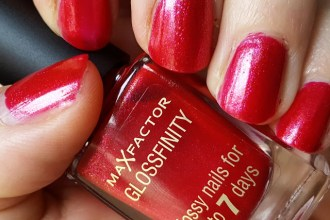 Mani Monday: Max Factor Glossfinity Nail Polish in 118 Virtual Fuchsia