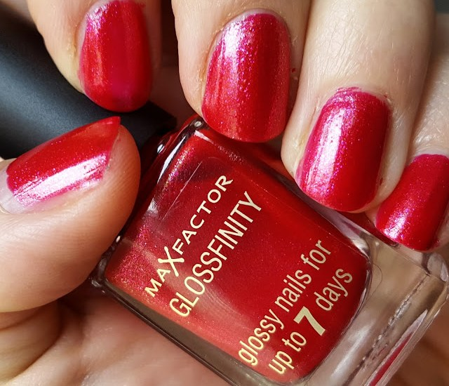 Mani Monday: Max Factor Glossfinity Nail Polish in 118 Virtual Fuchsia