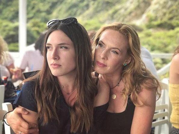 Ελληνίδες μαμάδες με τις κόρες τους | Ποιες μοιάζουν μεταξύ τους και ποιες όχι - εικόνα 8