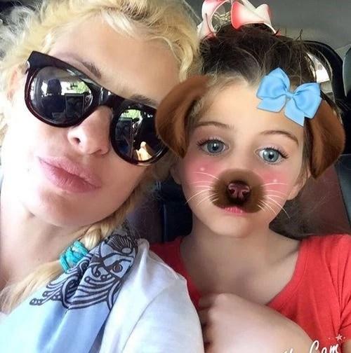 Ελληνίδες μαμάδες με τις κόρες τους | Ποιες μοιάζουν μεταξύ τους και ποιες όχι - εικόνα 3