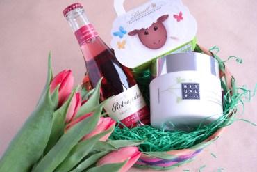 Geschenkidee zu Ostern - ein schönes Geschenkset mit Prosecco und Schokolade
