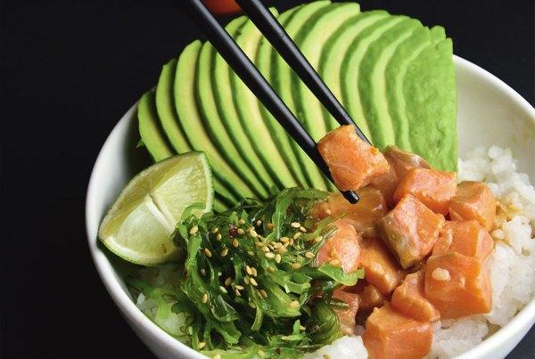 Poké de salmón