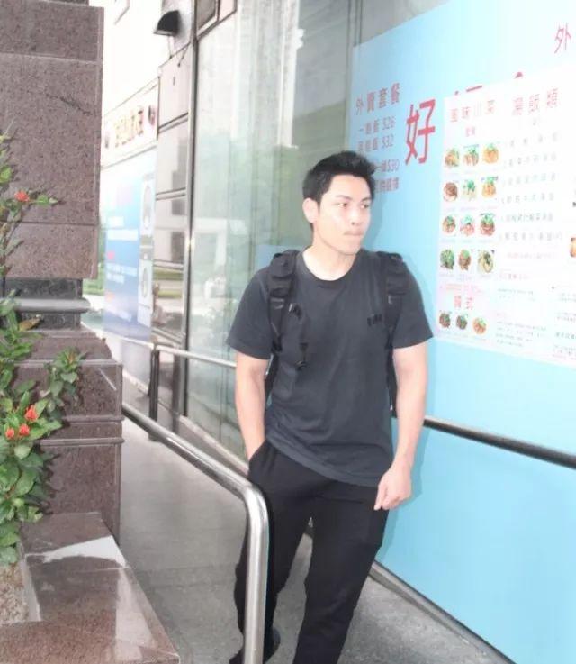 黃文廸離婚之後首度現身,一問到呂慧儀就……   香港小姐新聞